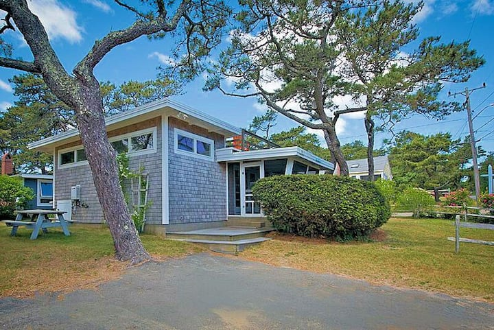Classic ocean beach cottage w/ renovated kitchen.
