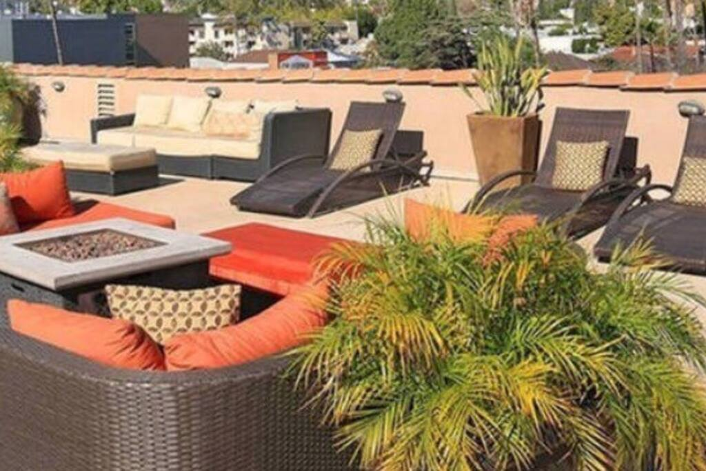 Enjoy chilling at the rooftop patio or wonderful evenings, this is all accessible to you.