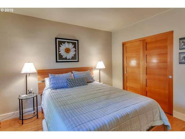 Pearl District 1 bedroom!  WiFi