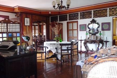 Feliza Cafe y Taverna - Manila