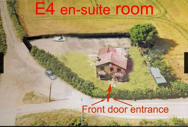 Holiday Farm house room + Free Parking En-suite E4
