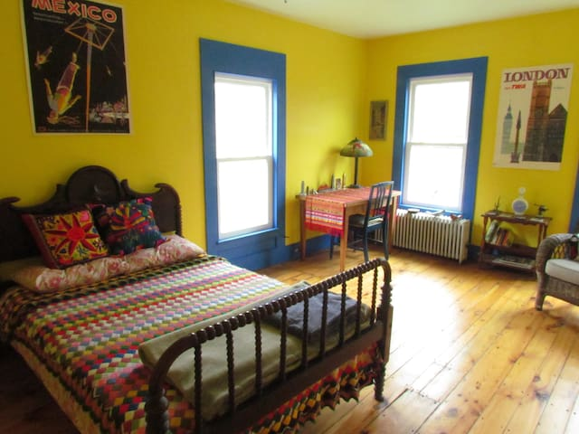 Lovely, bright room in West Catskills - Delhi - Hus