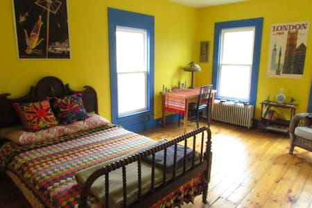 Lovely, bright room in West Catskills - Delhi