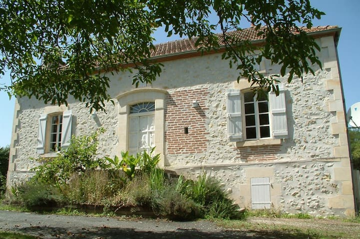 Beautiful French Farmhouse with own pool - Saint-Sylvestre-sur-Lot - Huis
