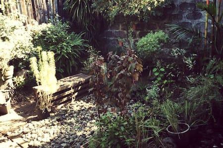Cozy Rooms at The Urban Garden - Naga - Bungalow