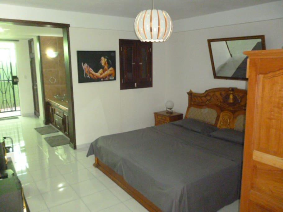 King Side Bed Suite