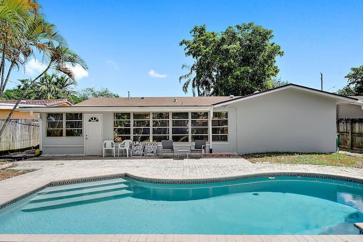 4 Bedroom house with pool and very large yard.