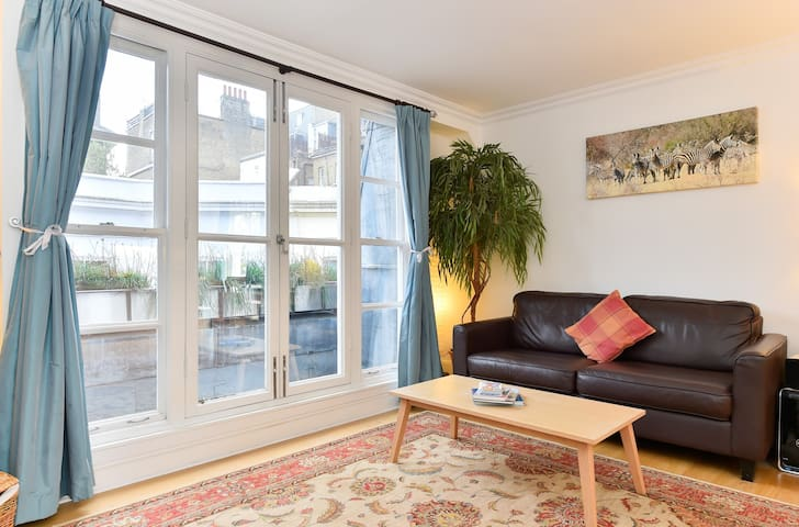 Monthly Discount! Self isolate in 1-bed Apt w/ Patio & all amenities, in Earl's Court