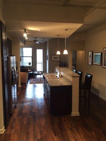 Upscale, Modern 1BR Apartment near Vandy & Fun! - Nashville - Appartement en résidence