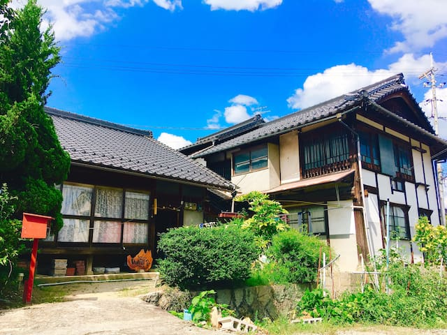 Tatami & futon!  Quiet riverside room! 小川が流れる古民家