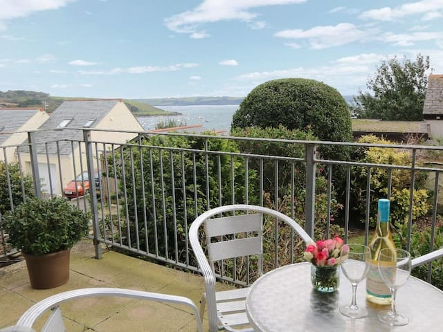 HAWKINS HAVEN, family friendly, with a garden in Falmouth, Ref 960067