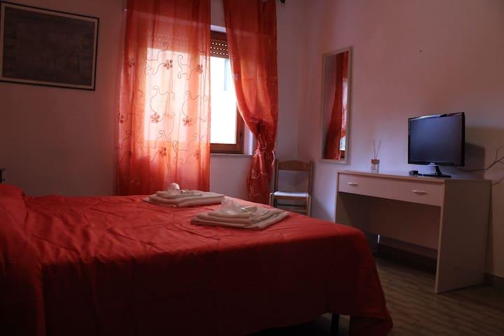 B&B Le Rocche in Val d'Orcia - Camera Arancione 5 - Castiglione d'Orcia - Bed & Breakfast