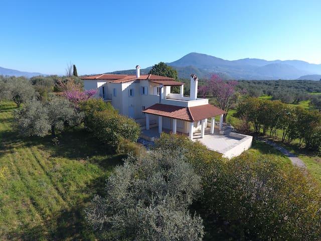 Kavos Villa (First floor) - Agios Georgios - 別墅
