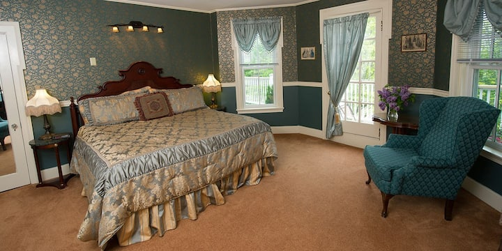 CLEFTSTONE MANOR- Woodbury Park Room