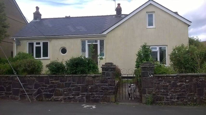 Countryside Haven in Welsh Mountains - Tairgwaith - Bungalow