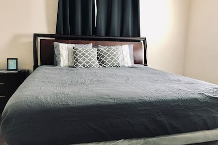 ★King Bed Private Bath★Dog Friendly 55 Inch HD TV★
