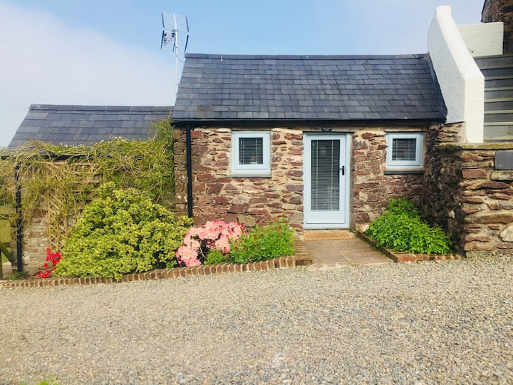 Ideal for Skomer, small garden room, own entrance