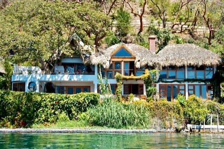 Casa Paloma - Lakefront - Waterfalls - Gardens