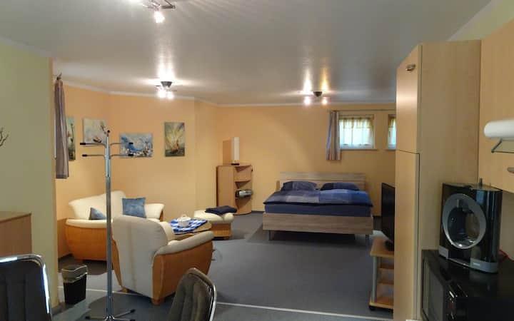 Ferienwohnung Storchenwiese (Nuthetal), Ferienwohnung 50 qm, komb. Wohn-/Schlafraum mit Küchenzeile, DU/WC, Terrasse