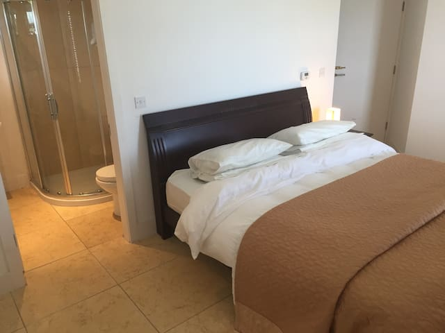 Superking en-suite with dressing room - Donegal - Bed & Breakfast