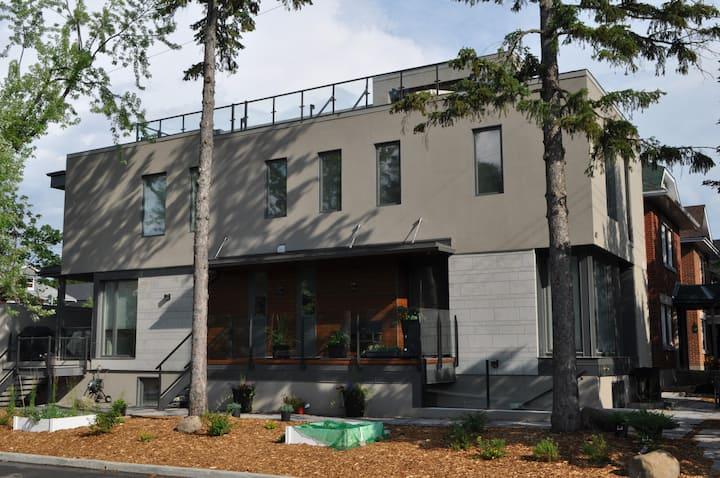Wellington West - New, Modern, Clean Private Unit