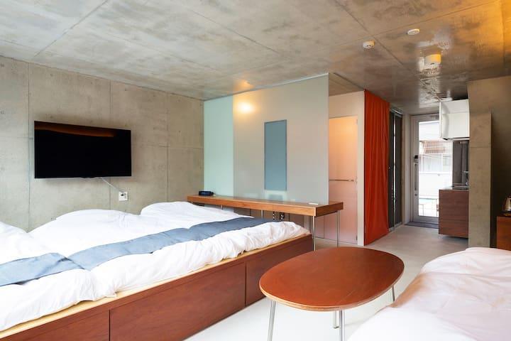 3 futon mattresses & 1 comfy sofa bed are available! / Photo by Kai Nakamura