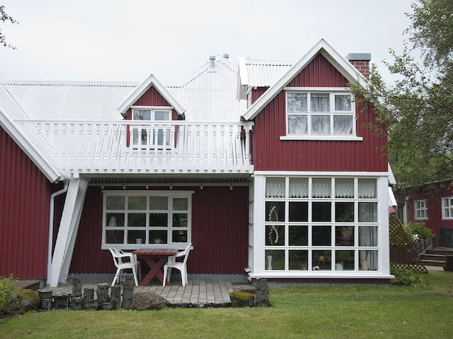 Beautiful private home 10 min from RVK centre - Kópavogur - Casa