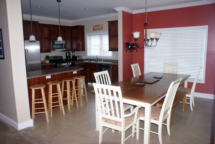So-Heavenly South - South Beach - 4BR, 2.5BA - South Haven - House