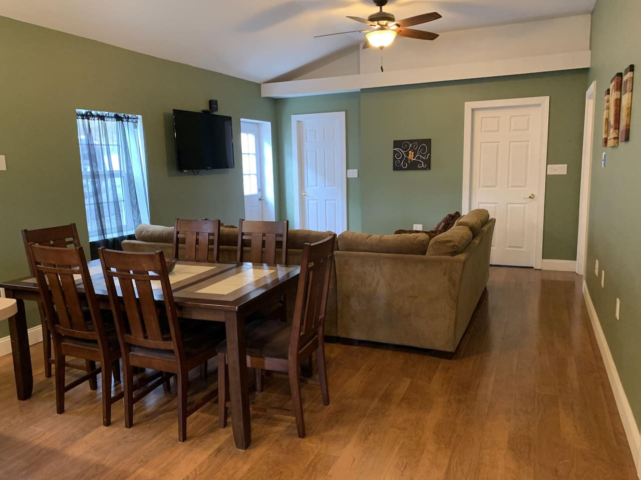 Living Room (TV) and Dining Area