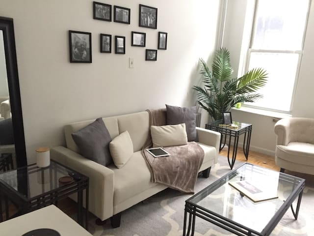 Private Space, Clean 1 bd Apt in UES