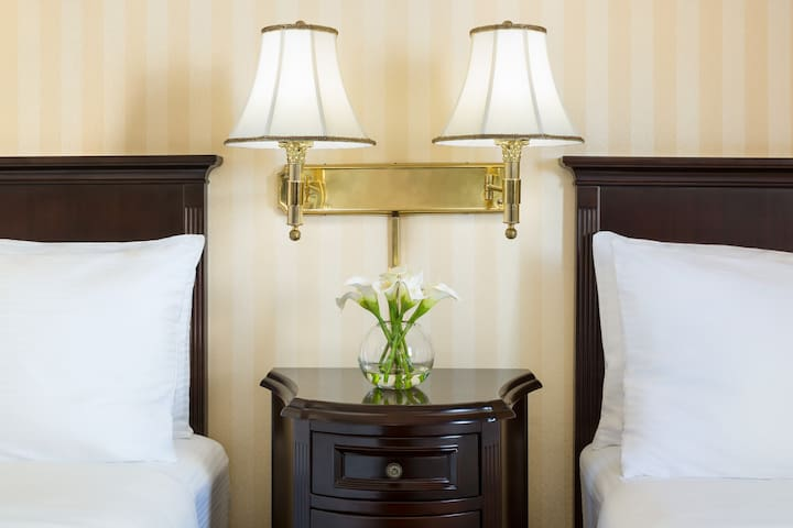 Hotel Whitcomb | Market St | Standard Two Beds