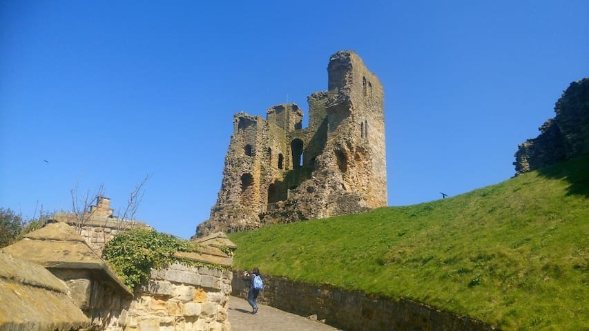 The historic Scarborough Castle is located close by.