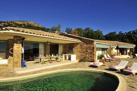 Stunning hill top  Villa overlooking St Tropez Bay - ラ・ガルド =フレネ