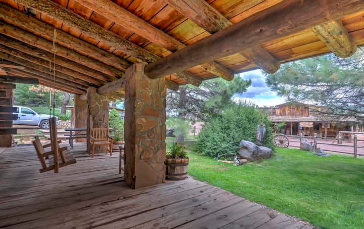 Custom Log home - 5 miles & 100 yrs from Flagstaff
