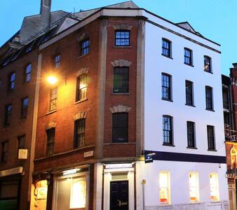 A quiet, private central studio apartment. - Bristol