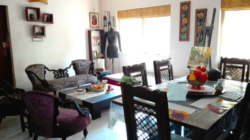 Artist's apartment in quaint Calcutta neighborhood - Kolkata - Byt
