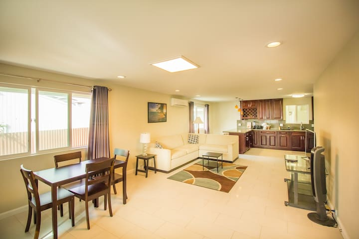 PERFECT HOME FOR AN AMAZING VACATION IN WAIKIKI - Honolulu - House