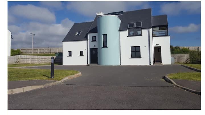 Stunning Seaside Designer Home, Sleeps 9, Donegal