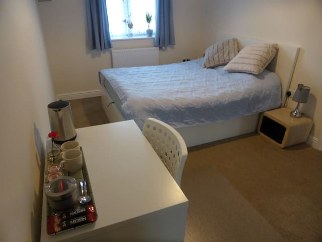 Cozy double room close to Science & Business Park