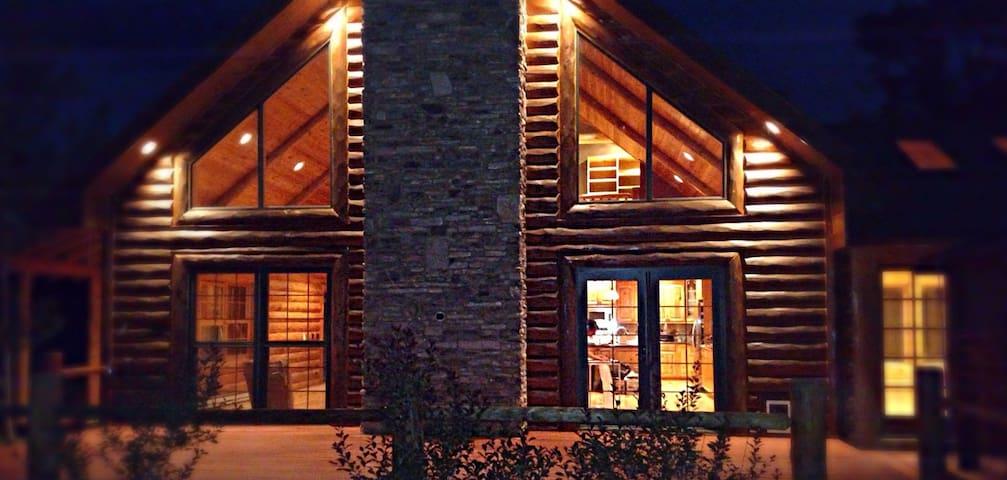 WINTER WONDERLAND! Rocky Mountain cabin getaway!