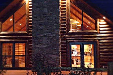 Log Cabin Sanctuary- OPEN-Get a change of scenery!