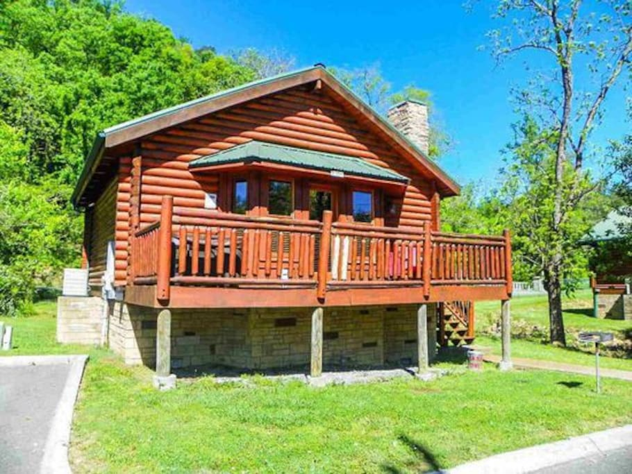 All log cabin, less than 5 minutes away from main parkway