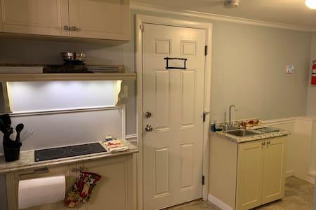 Entire 1 Bedroom Apartment-Bedroom, Kitchen & Bath