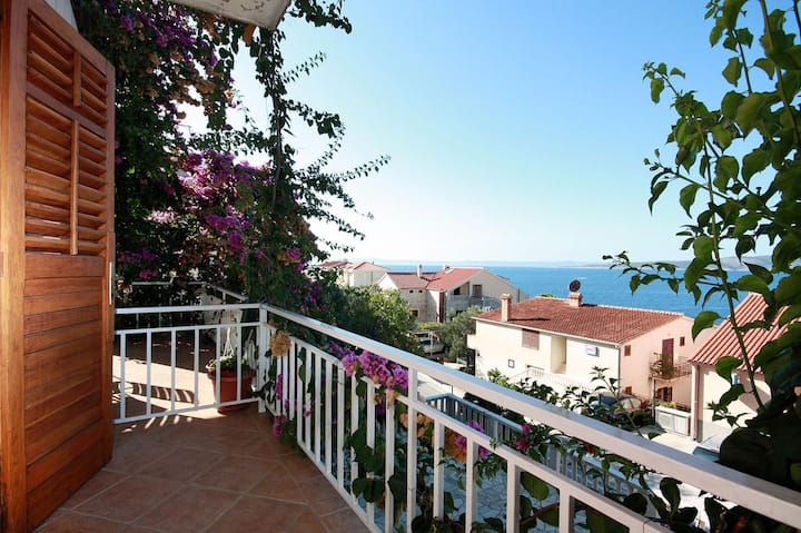 Room with balcony and sea view Brela, Makarska (S-2752-a)