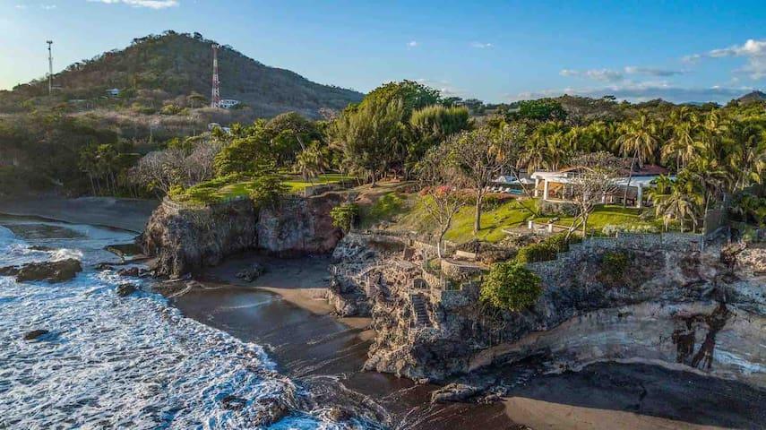 Casa Las Piedronas/oceanfront villa@El Sunzal
