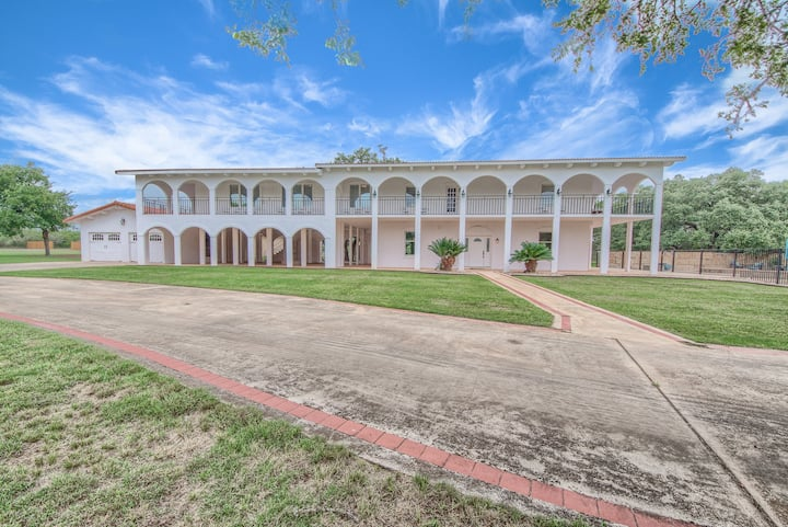 Hill Country Retreat  BR 2230