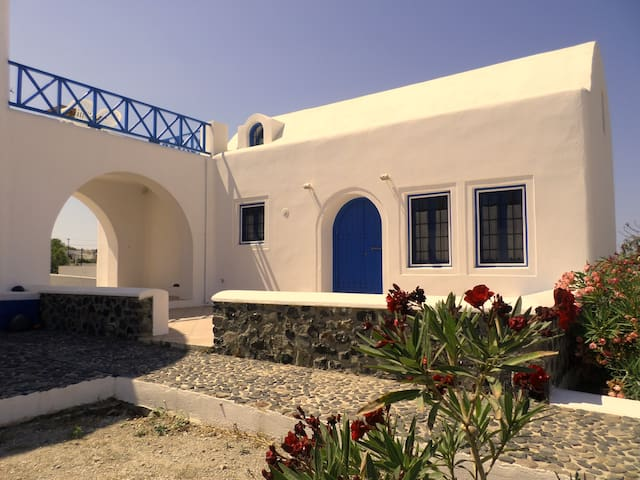 Nick's Haven - A traditional Santorini Home - Vothonas - Rumah