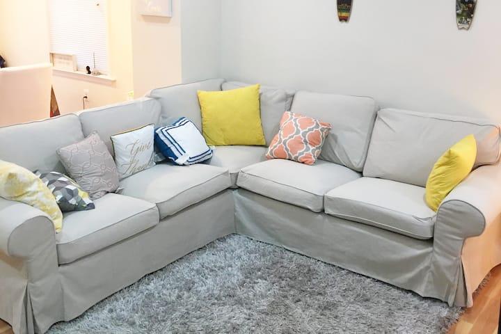 New 2 Bedroom Apt! (Metro Access + WIFI & Netflix)