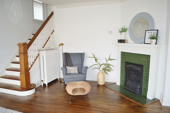 Spacious 4 bdrm home in beautiful Harvard Terrace