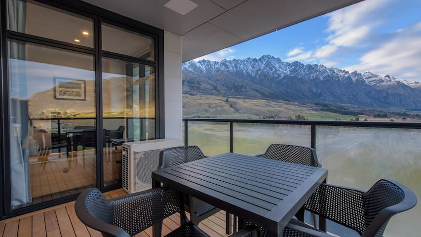 Stunning Views - Remarkables Garden Apartment 406